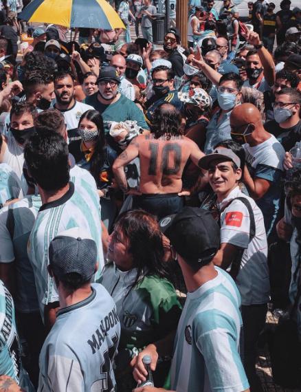 TAPA Aquilano en la multitud